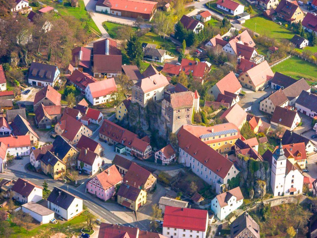 Hiltpoltstein - Burg, Schlosshof, Kirche - PM